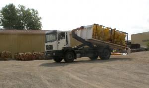 Camion ampliroll PL MAN, PTAC de 19 tonnes, équipé de 4 bennes,