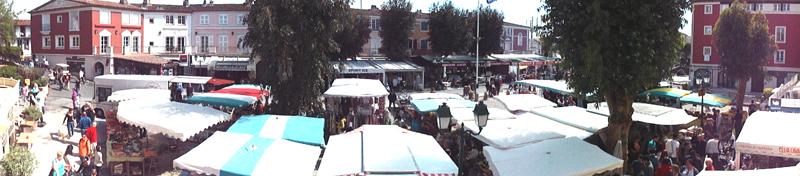 Le marché Forain vous accueille les Jeudis et Dimanches d'été, sur la place des Artisans et celle du marché.